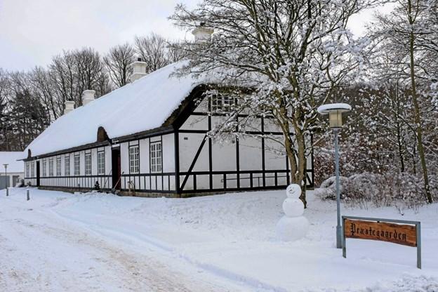 Lige før Kyndelmisse lå Præstegården indhyllet i sne. Mon det varsler tidligt forår! Foto: Niels Helver Niels Helver