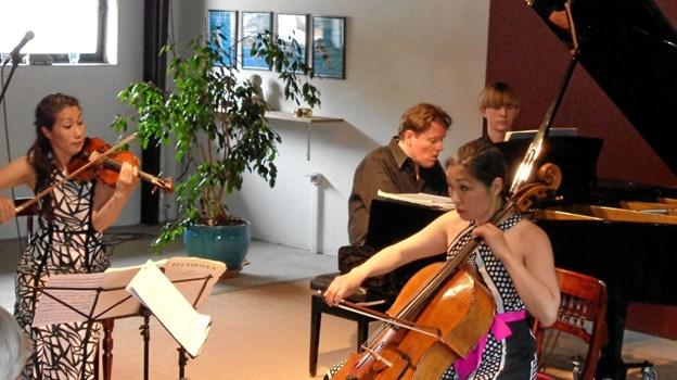 Trio con Brio med gæster gav den udsolgte sal en flot jubilæumskoncert. Foto: Kjeld Mølbæk