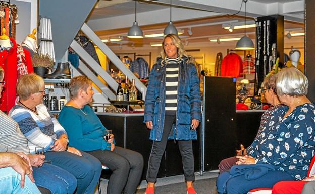 Modellerne poserede foran de fremmødte i butikken. Der blev præsenteret både tøj, sko og hårmode fra Møller og Hertzberg. Foto: Mogens Lynge