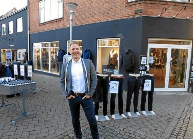 Morten Meyer Nielsen og personalet fejrer jubilæum med maser af flotte tilbud uden ud. Foto: hhr-freelance.dk