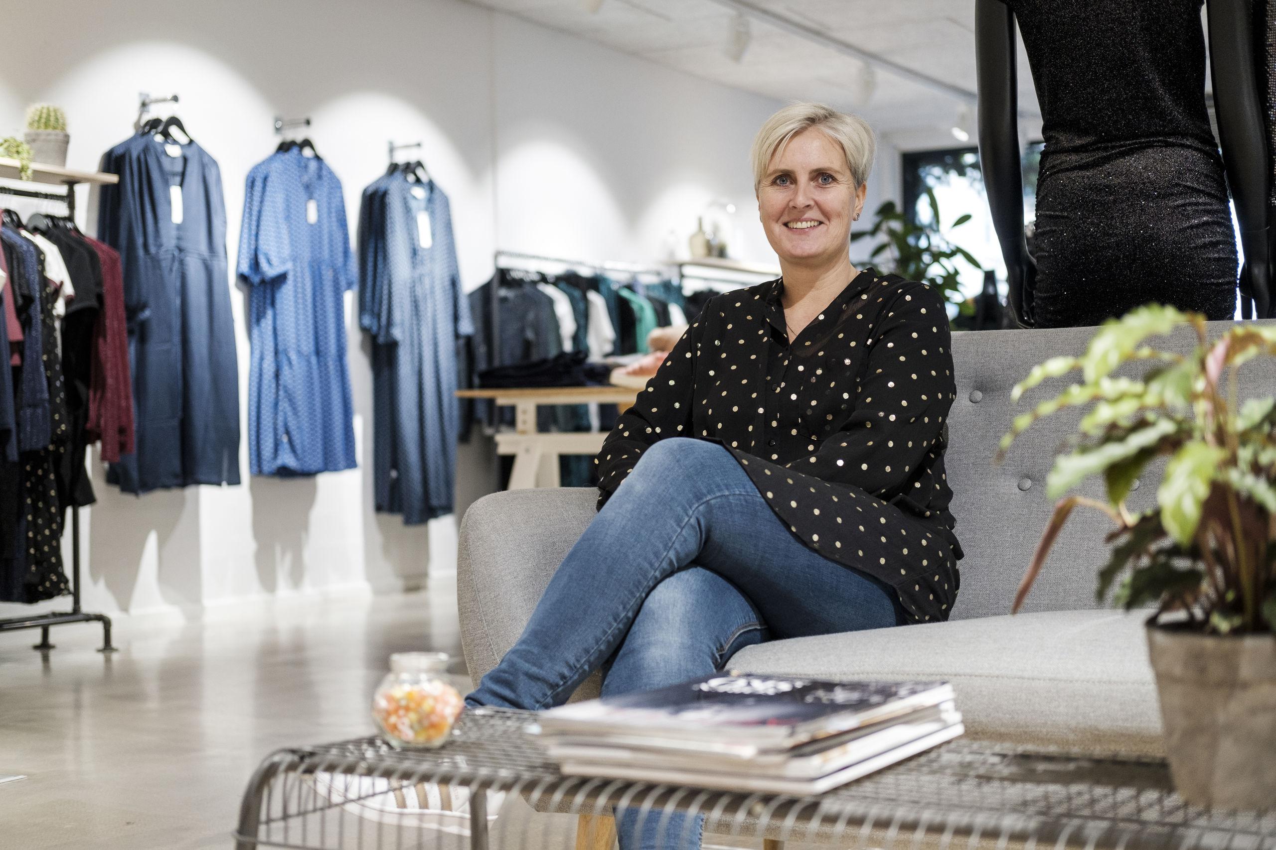 Lise Bertelsen fremhæver, at Fandango er både fysisk butik og webshop. Foto: Lasse Sand