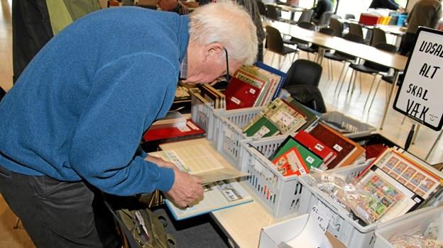 Der var stor interesse for frimærkerne på standene. Foto: Flemming Dahl Jensen