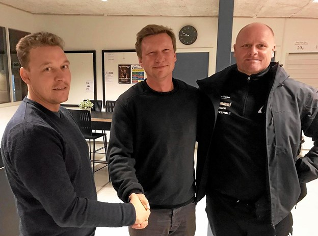 Den kommende træner, Anders Langeland er her flankeret af sportslig leder for HfS-fodbold, Lars Andreasen og afgående seniortræner, Lars Hybholt (t.h.) Privatfoto