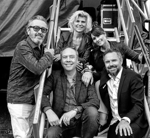 """Poul Hallberg har taget en gruppe """"Friends"""" med på tur og lørdag aften er de på scenen i Frøstrup på den gamle kro.Pressefoto"""