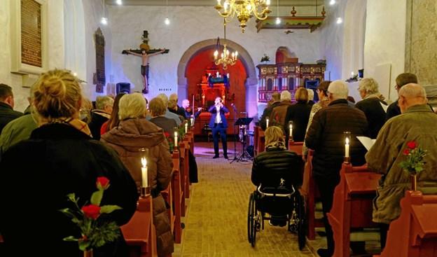 """Som afsluting på en stemningsfuld julekoncert sang et stående publikum """"Dejlig er jorden"""". ?Foto: Niels Helver Niels Helver"""
