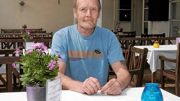 Henry Petersen glæder sig til at byde gæsterne velkommen på Tversted Strandkro. Foto: Peter Jørgensen Peter Jørgensen