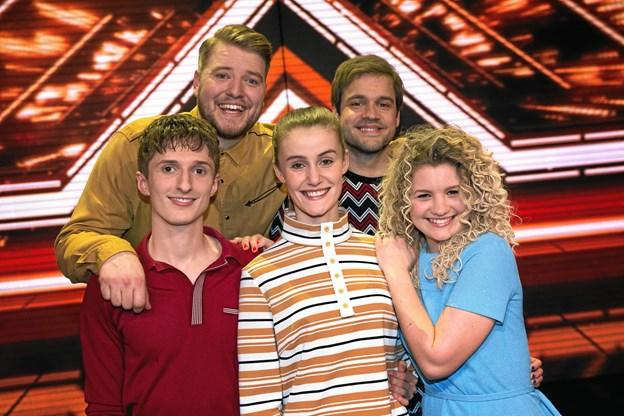 Her ses alle finalisterne i årets X Factor, som du kan opleve til ANR Live. Foto: DR