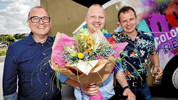 Købmand Søren Nedergaard Christensen flankeret af salgsdirektør Mads Nysted (tv) og regionschef Michael Deleuran.PR-foto