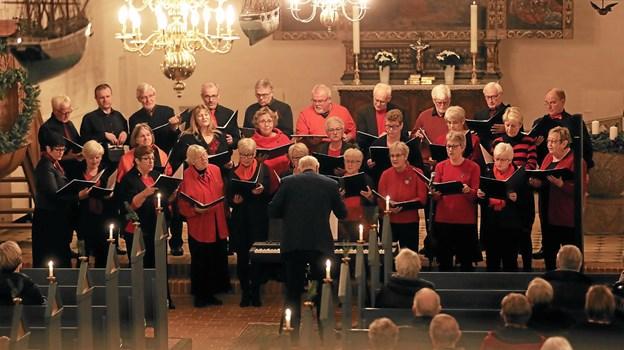 Hals Sangkor medvirkede med både danske og engelsksprogede julesange. Foto: Allan Mortensen
