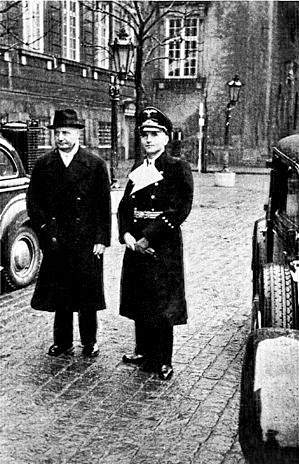 Stats- og udenrigsminister Erik Scavenius sammen med den tyske rigsbefuldmægtige Werner Best.Privatfoto
