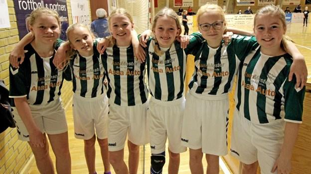 Sådan ser man ud, når man lige har vundet 5-0! De dygtige piger er fra Asaa. Foto: Jørgen Ingvardsen Jørgen Ingvardsen