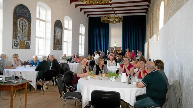 40 deltagere hørte på Sara og hendes foredrag om de oplevelser det er, at være med i et sådant tv program. Foto: Mogens Lynge Mogens Lynge