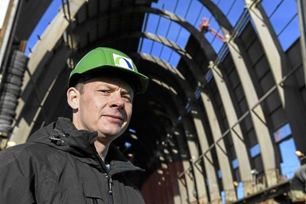 Rasmus Brohus i flydedokken. Han glæder sig over den nye lokale ejerkreds bag værftet. Arkivfoto: Bent Bach