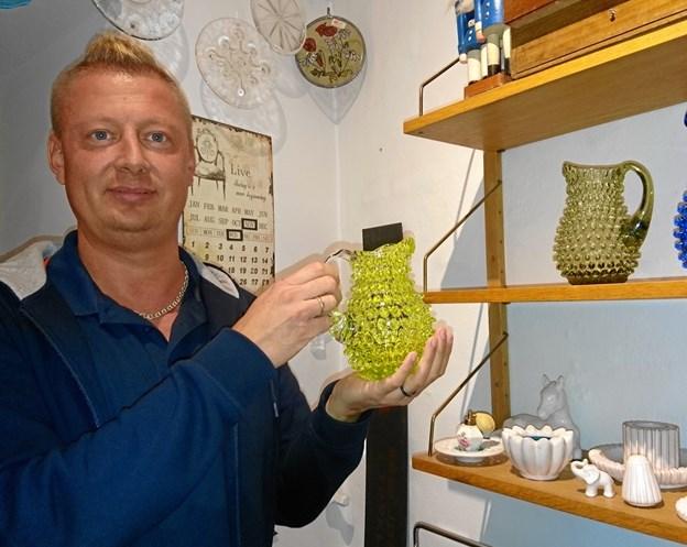 Casper Svejstrup fejrer tre års fødselsdag i sin butik i gågaden i Nykøbing. Arkivfoto: Dorit Glintborg.
