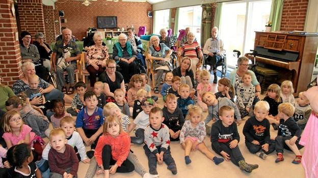 Migu underholdt på Birkelse Plejecenter. Foto: Flemming Dahl Jensen