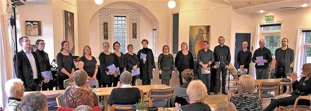 Nordjysk VokalEnsemble med dagens korleder Jens Mathiasen på fløjen. Foto: Agnes og Jens Rønager
