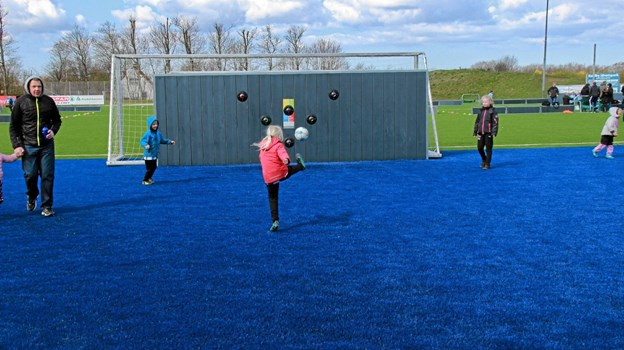 De som ikke skulle spille kampe kunne så øve sig på denne bane som er noget af det nyeste på Koldby-Hørdums stadium. Foto: Hans B. Henriksen Hans B. Henriksen