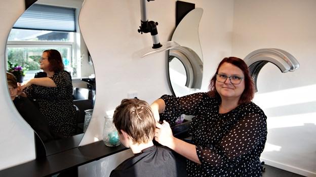 Jean Abildgaard er tilfreds efter den første måned som selvstændig frisør i Gærum.Foto: Kurt Bering