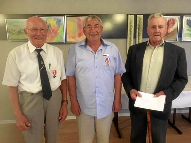 Gert Nielsen er ny formand hos Hobro Dragonforening, Karl Mikkelsen nyt bestyrelsesmedlem, mens 90-årige Elmar Thostrup Bruun er udnævnt som æresmedlem i den 88 år gamlee forening. Privatfoto