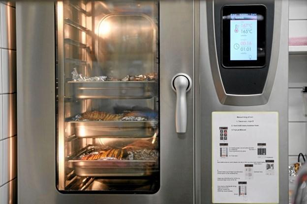 Det er blevet meget lettere at styre temperaturen i den nye ovn. Foto: Niels Helver Niels Helver