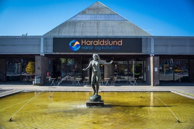 Pigen på høfden foran Haraldslund risikerer at blive slukket som led i spareplaner i kommunen.