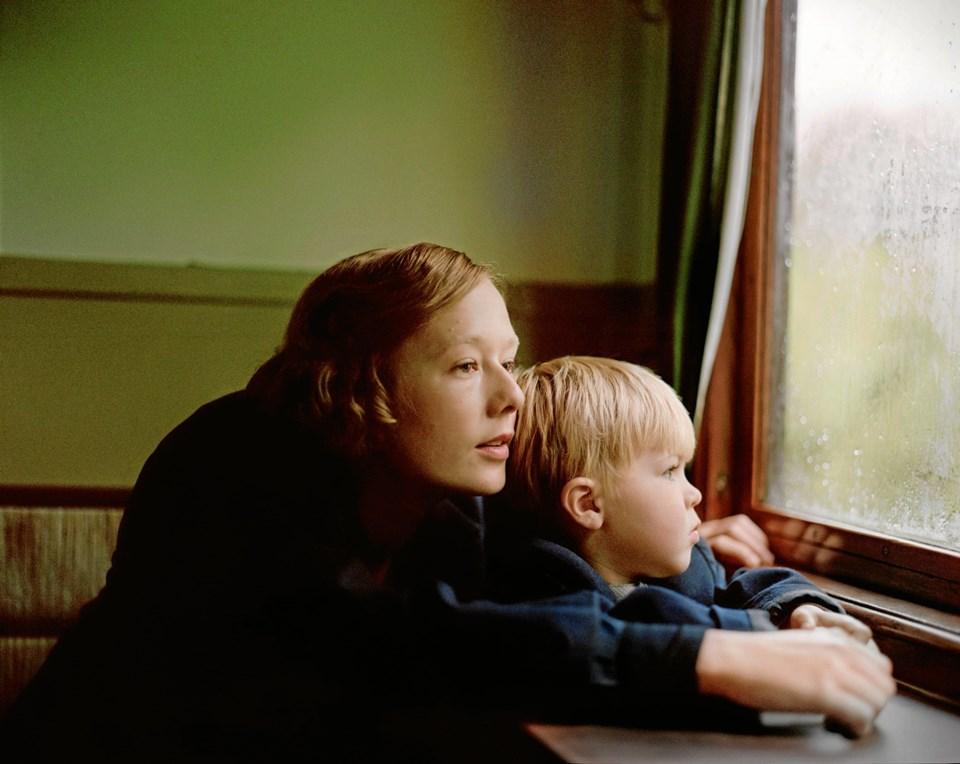 Alba August - datter af Pernilla og Bille - i hovedrollen som unge Astrid Lindgren