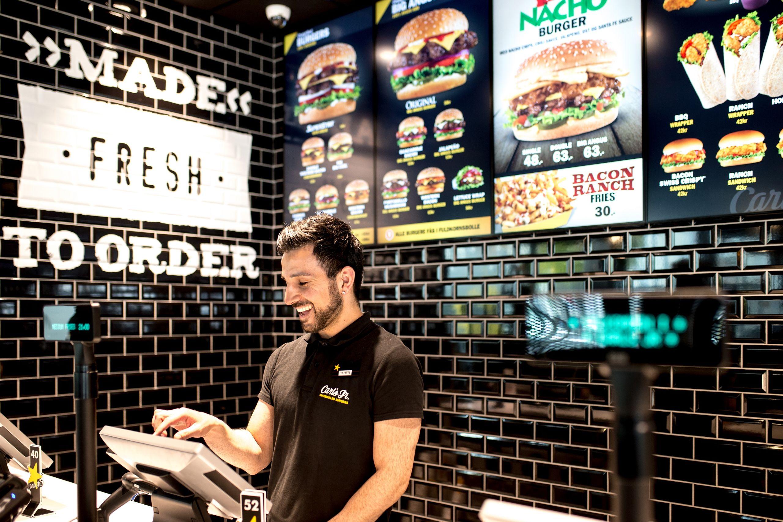 Få et års forbrug af burgere: Carl's Jr. åbner den nye butik i Aalborg
