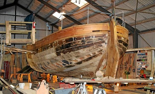 Båden er snart klar til maling, og bestyrelsen håber, at der vil komme flere frivillige og give en hånd med. Flemming Dahl Jensen