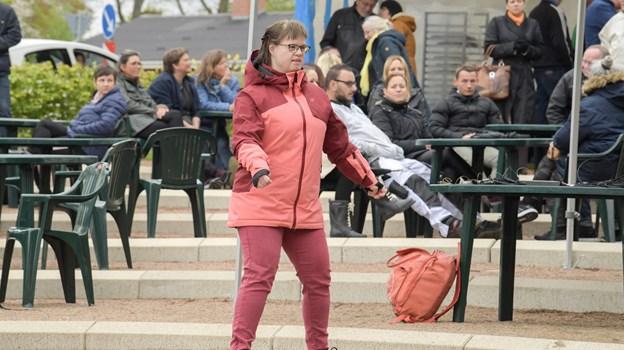 Folk hyggede sig i Hedelund og både sang og dansede til numrene fra scenen. Foto: Henrik Louis HENRIK LOUIS