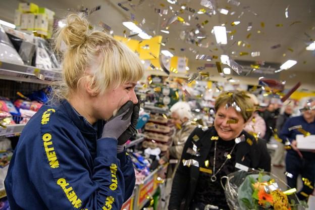 """Der var konfetti i luften, da Regitse Pedersen fredag formiddag fik at vide, at hun er kommet i finalen som """"Danmarks bedste Kollega""""."""