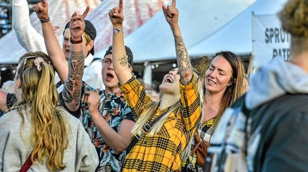 """Der blev sunget med på """"Bollede hende i går""""... Foto: Ole Iversen Ole Iversen"""