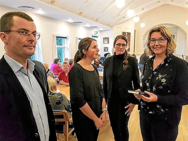 Jens Mathiasen og Anna Sofie Bielefeldt sammen med medlemmer af Nordjysk VokalEnsemble Foto: Karl Erik Hansen