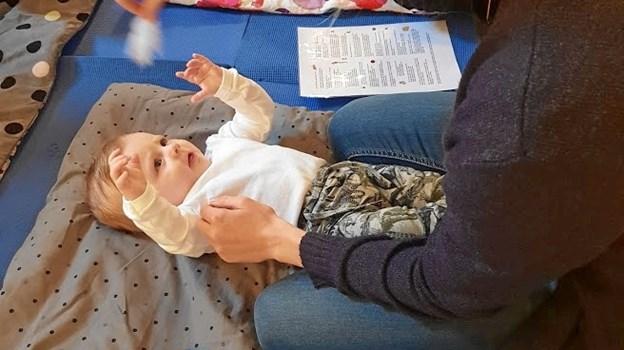 Babysalmesang er hyggeligt for både mor og barn. Privatfoto