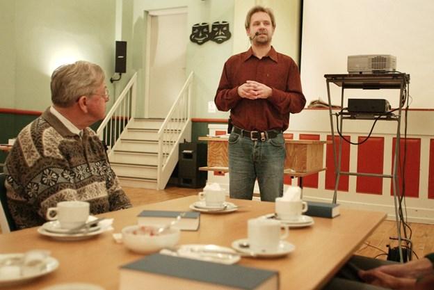DR journalist Vagn Olsen fortæller om sine rejser under et foredrag   Arkivfoto: Martin Damgaard
