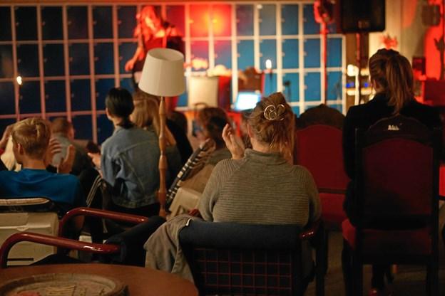 Eleverne får mulighed for at få nogle spændende koncertoplevelser - ganske gratis - mens ROSA's kunstnere får mulighed for at prøve sig selv af på scenen overfor et rigtigt publikum. Foto: Cecilie Abildgaard Jensen