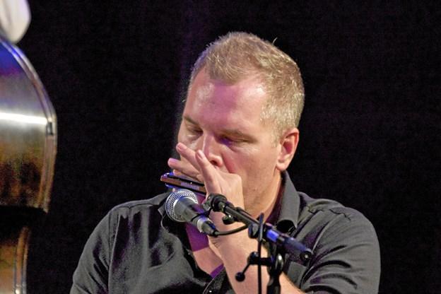 Den virtuose mundharpespiller, Peter Nande, er med, når Big Joe Louis indtager bluesscenen 8. marts.  Privatfoto