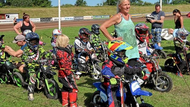 De små speedwayspirer bliver under sommercampen bakket kraftigt op af forældre og 15-20 frivillige fra Brovst Speedway Club.