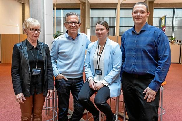 Arno Dan Christensen, Pernille Reinholt Andersen og Per Elmstrøm (th.) er alle tre nyansatte jobformidlere ved Frederikshavn Kommune – de ses her med Jytte Heisel (tv.), der er afdelingsleder i Center for Arbejdsmarked.