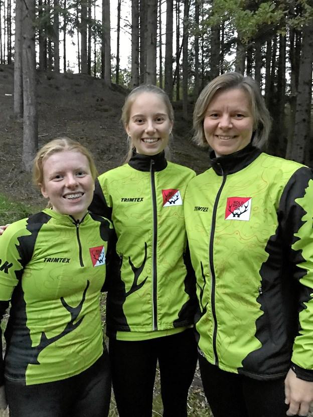 Fra venstre er det Laura Bobach, Signe Veggerby Jensen og Hanne Veggerby fra Rold Skov Orienteringsklub, som forleden sikrede sig de nordjyske mesterskaber i nat-orientering. Privatfoto
