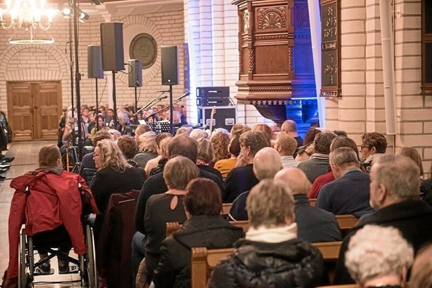 Omkring 800 gæster havde løst billet til koncerten. Foto: Eframe