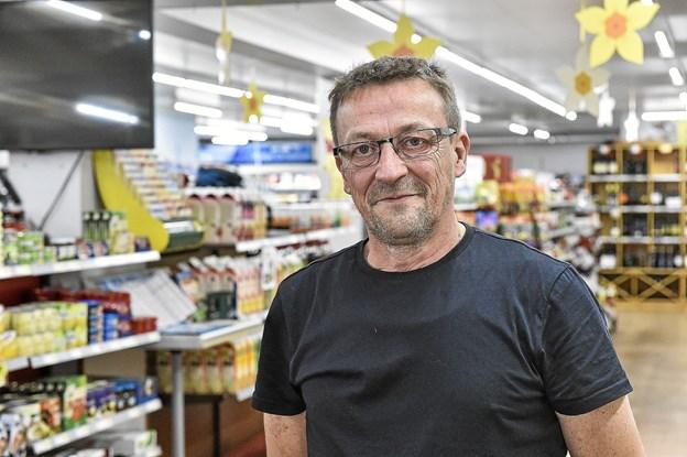 Efter 26 år, på nær tre dage, som selvstændig købmand i Frøstrup, lukker Bo Sørensen sin butik i Frøstrup.Foto: Ole Iversen