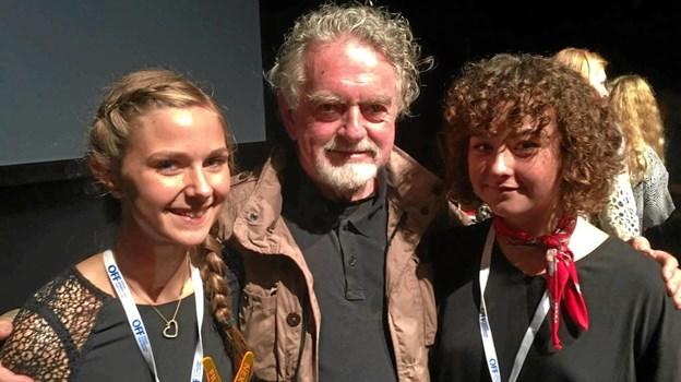 Filmen 'Magic' vinder publikumsprisen pa° Filmkraft i 2016. Pa° billedet prisvinder Liv Lundholm, dommer Erik Clausen og prisvinder My Hyttel.