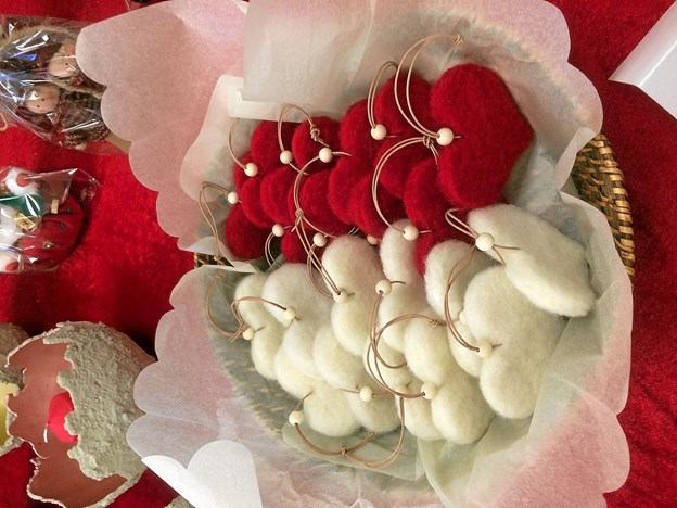 Filt hjerter lavet af Heidi Andersen og Carina munk Sørensen. Foto: Privatfoto Privatfoto