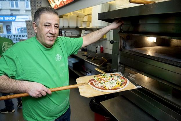 Samir Mansour Sada var med på ideen med det samme og har allerede solgt flere sunde pizzaer.