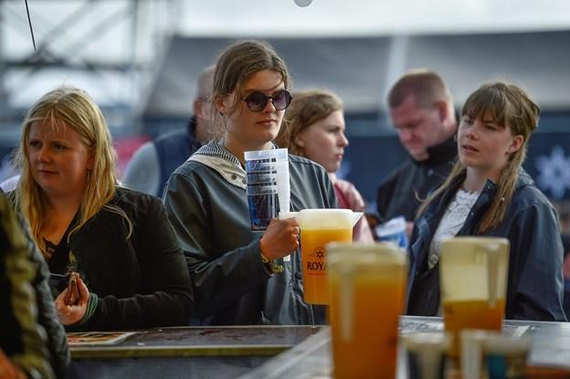 Så er der vodka og Juice til alle…Foto: Ole Iversen