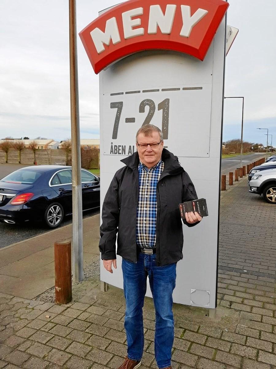 Claus Christensen er en af de mange, der har støttet julelotteriet, som Nordjyske Medier og Lions Club Skagen står bag. Forleden fik Claus Christensen så at vide, at han havde vundet hovedpræmien. Privatfoto.