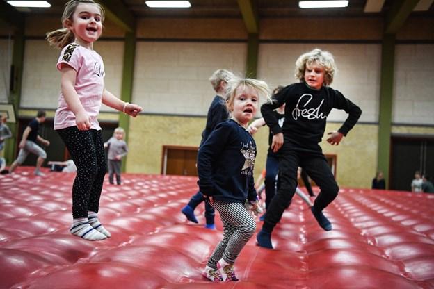 Tirsdag i vinterferien var der store hoppedag på Toftegårdsskolen i Jerslev.Foto: Bent Bach