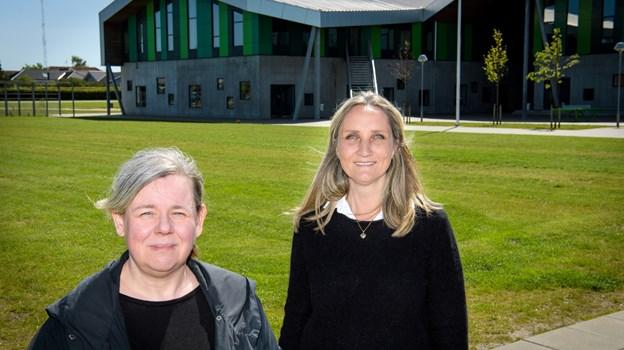 Susanne Schrøder Hansen (tv) og Karen Bering er begge begejstrede for den nye legeplads.