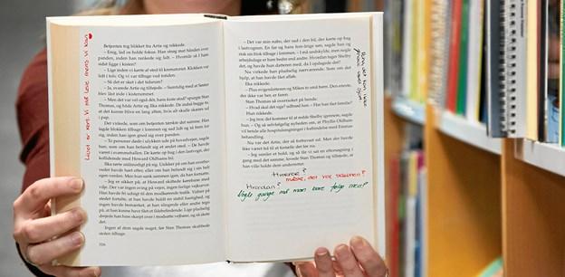 Hvert år uddeles Udviklingspuljen for folkebiblioteker og pædagogiske læringscentre. Puljens formål er at understøtte bibliotekernes opgave med at fremme oplysning, uddannelse og kulturel aktivitet. Her ses én af bøgerne med noter fra Frederikshavn. ?Privatfoto