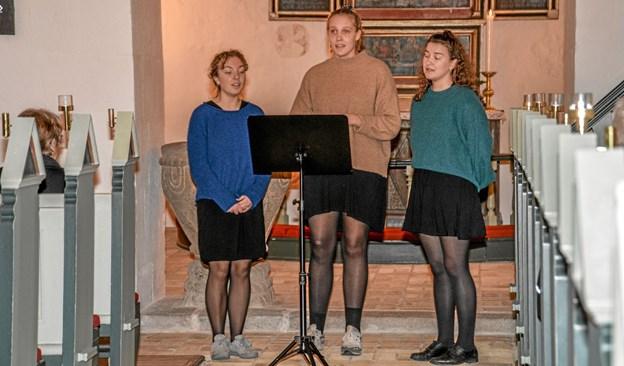 Dejlige kortoner fra denne trio, som sang efter menigheden havde sunget nogle salmer. Foto: Mogens Lynge Mogens Lynge